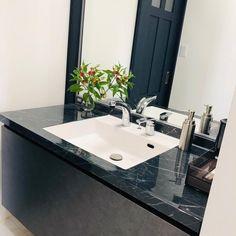 我が家の#ルミシス は#ラピシアブラック と#グレインブラック の組み合わせになっています #lixil #lixil洗面台 #リクシル #リクシル洗面台 Double Vanity, Bathroom, Architecture, Interior, Home, Washroom, Arquitetura, Indoor, Full Bath
