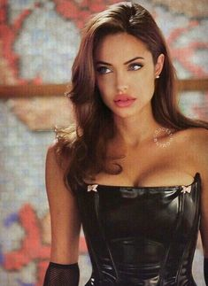 Angelina Jolie - sa beauté me tue. You are in the right place about diy projects Here we offer you the most beautif - Beautiful Celebrities, Most Beautiful Women, Beautiful People, Beautiful Things, Angelina Jolie 90s, Angelina Jolie Hairstyles, Mode Collage, Look Star, Look Girl
