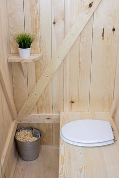 Outdoor Bathrooms, Tiny Bathrooms, Small Cabin Designs, Cutting Glass Bottles, Outhouse Bathroom, Outdoor Toilet, Garden Tool Storage, Natural Homes, Composting Toilet