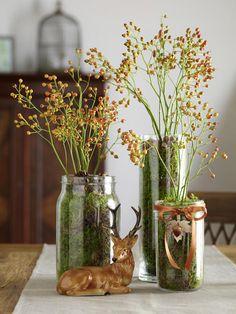 Grün, Orange und Braun sind die Farben des Herbstes. Wir verbinden alle drei und kreieren diese wunderschönen Vasen. Das brauchen Sie: