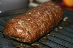 These tasty meatloaf Sandwiches are of Middle Eastern origin. Greeks, Turks, and Lebanese all lay claim to it. It has become a popular dish in Canada. Meat Sandwich, Meat Loaf, Sandwich Recipes, Greek Sandwich, Donair Meat Recipe, Donair Sauce, Sauce Recipes, Meat Recipes, Cooking Recipes