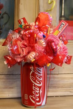 Miss Kopy Kat: How To Make A Soda Can Candy Bouquet/party favors Candy Bouquet Diy, Gift Bouquet, Candy Boquets, My Funny Valentine, Valentine Gifts, Craft Gifts, Diy Gifts, Candy Arrangements, Bar A Bonbon
