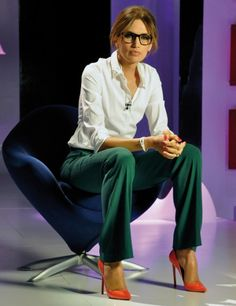 "I've really been enjoying Nieves Alvarez's style on the Spanish television program ""Solo Moda"" lately. Business Outfit Damen, Business Outfits, Office Outfits, Classy Outfits, Chic Outfits, Fashion Outfits, Office Fashion, Work Fashion, 50 Fashion"