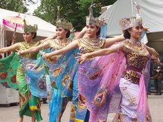 Indonesian (Sundanese) Traditional Dance, from West Java, Indonesia.