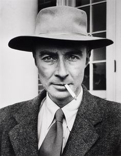 the role of julius robert oppenheimer in physics and atomic bombing Physicist julius robert oppenheimer (april 22, 1904 – february 18, 1967) was an american theoretical physicist and professor of physics at the university of california, berkeley along with.