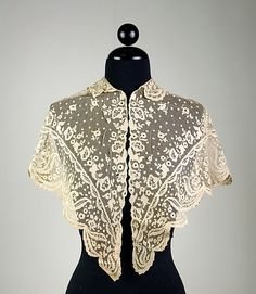 A beautiful lace shawl/caplet, 1840. #Victorian #fashion #1800s