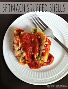 Spinach Stuffed Shells - perfect #vegetarian #recipe to double up and freeze for later.