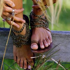 Absolutely besotted with these embellished sandals! Bohemian summer kicks at their finest! Basic leather sandals by The Naked Tiger and anklets by Grace Bijoux. Hippie Chic, Mode Hippie, Bohemian Mode, Boho Gypsy, Bohemian Style, Boho Chic, Bohemian Summer, Gypsy Soul, Hippie Bohemian