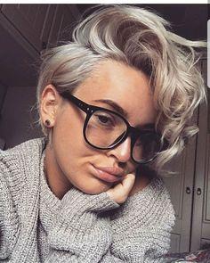 New hair short blonde curly pixie cuts Ideas Curly Pixie Haircuts, Short Curly Pixie, Bob Hairstyles, Pixie Bob, Pixie For Curly Hair, Style Short Hair Pixie, Short Girl Hairstyles, Short Haircuts Women, Curly Undercut