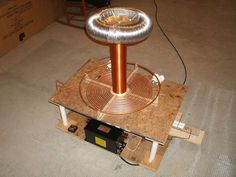 """DIY: Building a Tesla Coil In 9 Easy Steps! - DIY: Building a Tesla Coil In 9 Easy Steps! """" With Halloween right around the corner, there's no better time to build your very own Tesla Coil! Please read each of these points thoroughly before. Electronics Projects, Diy Electronics, Kitchen Electronics, Zero Point Energy, New Energy, Nikola Tesla, Tesla Inventions, Diy Tech, Electrical Engineering"""
