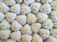 tortine e biscotti in festa...: Confetti decorati per prima comunione ed eventi...