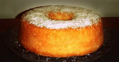 Pratos Que Falam: Bolo Húmido de Coco Made this today. It turned out great. I would add a teaspoon of vanilla extract or some lemon rind next time for a bit more flavor. Easy Smoothie Recipes, Easy Smoothies, Good Healthy Recipes, Snack Recipes, Portuguese Desserts, Portuguese Recipes, Portuguese Food, Coconut Recipes, Pumpkin Spice Cupcakes