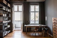 Dans cet appartement à Berlin, le style 19ème siècle se confronte avec un décor à la fois contemporain et intemporel.