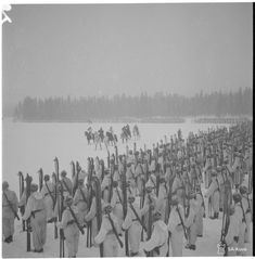 Infantry Regiment parade on Eldanka lakes ice. Major General Pajari is inspecting the troops. History Of Finland, Ice Lake, Night Shadow, Cross Country Skiing, Korean War, Winter Soldier, Vietnam War, Military History, World War Two