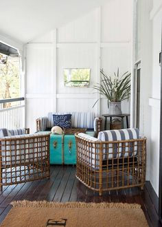 Home Beautiful Queensland renovation renovations Before and after: A classic Queenslander transformed Discount Furniture, Online Furniture, Furniture Websites, Furniture Ideas, Retro Beach House, Living Area, Living Spaces, Queenslander House, Tropical Patio