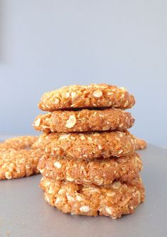 Biscuits Anzac - Biscuits Flocons D& Noix de Coco . Biscuit Cake, Cookies Et Biscuits, Biscuits Anzac, Coconut Oatmeal, Desserts With Biscuits, Almond Cream, Cupcakes, Oatmeal Recipes, Healthy Cookies