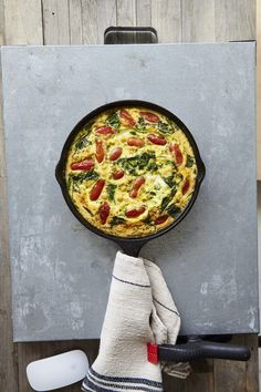 Frittatas are a wonderful way to feed a crowd for breakfast or brunch. Chickpeas add an unexpected twist and extra body to this morning classic. Diet Breakfast, Breakfast Frittata, Brunch, Chicken Sausage, Feeding A Crowd, Roasted Tomatoes, Plant Based Diet, Tray Bakes, Chickpeas