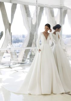 Explore our Wedding Dresses and feel Unique: One bride, One shape, One Unique dress. Discover our Cocktail Gowns from Pronovias. Pronovias Wedding Dress, Elegant Wedding Dress, Bridal Wedding Dresses, Dream Wedding Dresses, Designer Wedding Dresses, Wedding Attire, Bridal Gown Styles, Wedding Lingerie, Hollywood Glamour