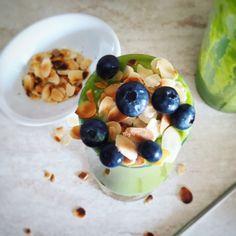 Πράσινο smoothie με σπανάκι | Mygreekgreenplate Smoothie, Oatmeal, Breakfast, Food, The Oatmeal, Morning Coffee, Rolled Oats, Eten, Smoothies