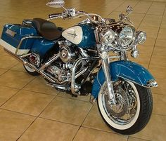 Photo of 2001 Harley Road King Retro Motorcycle in Two Tone Paint.