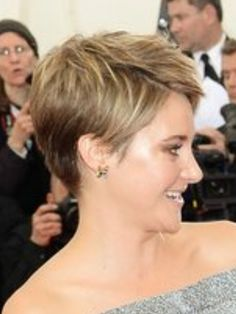 Do you want a new trendy haircut for the spring-summer 2019 season? Well, one of the most trendy haircuts this year is the pixie haircut. Short Blonde Pixie, Short Red Hair, Cute Hairstyles For Short Hair, My Hairstyle, Pixie Hairstyles, Pixie Haircut, Short Hair Cuts, Straight Hairstyles, Curly Hair Styles
