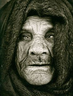 Old face, powerful, wrinckles, aged, lines of Life, cracks in time, intense, strong, portrait, photo b/w