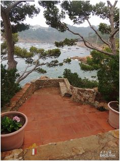 Amanecer en la Costa Brava La Costa Brava es un museo natural al aire libre. Playas en las que se juntan el mar y la montaña. Uno de l...