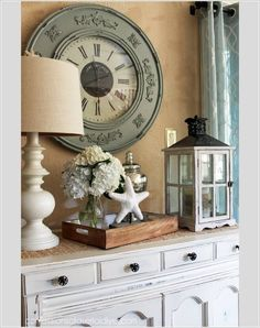 10 Chic Ways to Decorate Your Entryway Wall 8