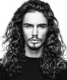 52 Cortes de Cabelo Masculino para Apostar em 2017 – O Cara Fashion Hair And Beard Styles, Curly Hair Styles, Natural Hair Styles, Wavy Hair Men, Long Curly Hair, Popular Hairstyles, Funky Hairstyles, Men's Hairstyles, Formal Hairstyles