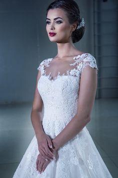 15229 в Красноярске, Платье в пол, Свадебное платье с рукавом, Свадебное платье с закрытым верхом, Пышное свадебное платье