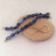 How to make an interchangeable stretch bracelet using a handmade infinity clasp - this looks fun!  Free tutorial at Lisa Yang's Jewelry Blog
