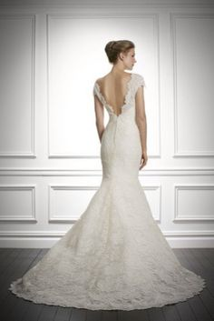 En Riomar fotógrafos nos gusta este vestido de encaje de Carolina Herrera. http://riomarfotografosdeboda.com