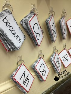 A portable word wall is engaging, interactive and a space saver for any classroom. Preschool Classroom Layout, Ks1 Classroom, Year 1 Classroom, Classroom Walls, Classroom Setup, Music Classroom, Teaching Kindergarten, Teaching Reading, Classroom Activities