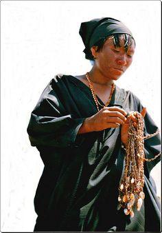 mujer guajira Colombiamujer guajira Colombia    El pueblo wayúu es uno de los pueblos arawak que, como una gran corriente migratoria, se desplazaron tanto por la Amazonía, como hacia las Antillas, a donde llegaron hacia el 150 a. C