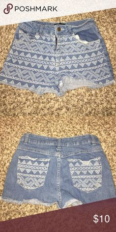 🔺Printed denim shorts🔻 🔺THIS ITEM APPLYS TO THE 4 FOR $30 DEAL🔺   THIS IS HOW IT WORKS: Bundle any 4 items from my closet that contain these emojis in the title of the product 🔺🔻 (Ex: 🔺PINK Racerback bra🔻)  Then, send me an offer of $30 for all the items and I will ACCEPT!    THANK YOU ALL AND HAPPY POSHING!💓👗 Forever 21 Shorts Jean Shorts