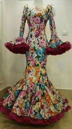 Trajes de Gitanas en Cordoba Estilos formas y Colores Montalban Segunda Parte Spanish Dress, Indian Gowns Dresses, Latest Fashion Dresses, Spanish Fashion, African Dress, Special Occasion Dresses, African Fashion, Dress To Impress, Designer Dresses