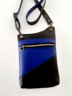 Pochette Be-Bop en similis bleu et noir cousue par Celine - Patron Sacôtin