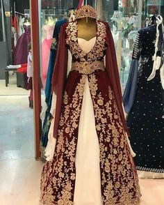 Harman Arab Fashion, Turkish Fashion, Medieval Dress, Medieval Clothing, Dress Outfits, Fashion Dresses, Dress Up, Turkish Wedding Dress, Middle Ages Clothing