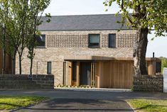 Modern Brick House, Modern House Design, Brick Architecture, Residential Architecture, Suburban House, House Extensions, Facade House, Modern Farmhouse, Modern Barn