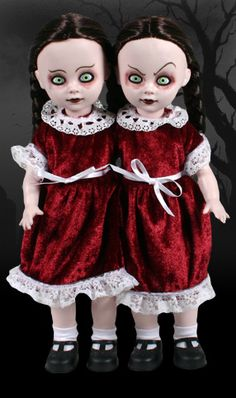 ☆ Hazel and Hattie Living Dead Dolls «Siamese Twins inseparable from birth, Terror and dismay is what brings them mirth. Doubling your pain is best what they know, So come to their carnevil it's one hell of a show . Chucky, Halloween Doll, Halloween 2016, Spooky Halloween, Halloween Stuff, Halloween Ideas, Halloween Decorations, Scary Dolls, Living Dead Dolls