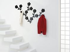 Appendifiore wall coat hanger by Foppapedretti, modular and decorative, sold individually, to decorate your home. Modern Tabletop, Coat Hanger, Decorating Your Home, Household, Awesome, Wall, Design, Home Decor, Coat Racks