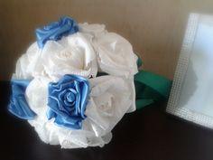Bouquet da sposa realizzato interamente a mano con rose di carta crespa bianche, rose in doppio raso. Icing, Flowers, Plants, Florals, Planters, Flower, Blossoms, Plant, Planting