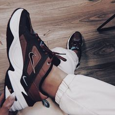 nike sneakers 👟 - These boots r made 4 walking - Schuhe Nike Sneakers, Sneakers Fashion, Fashion Shoes, Nike Shoe, Girls Sneakers, Fashion Outfits, Womens Fashion, Pumps, Shoes Heels