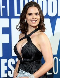 Hayley Atwell black dress showing a lot of cleavage Beautiful Celebrities, Beautiful Actresses, Gorgeous Women, Hailey Atwell, Most Romantic Hollywood Movies, Hayley Elizabeth Atwell, Vrod Harley, Hollywood Celebrities, Sexy Women