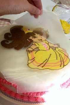 Cake Decorating using coloring book pages--- mind blown ! Would never of thought to do this !