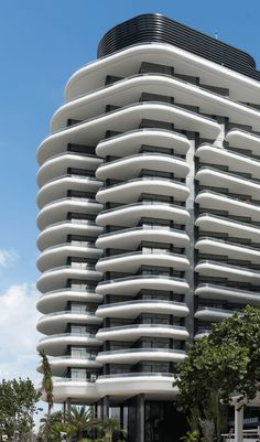 Faena House is the latest addition to the stretch of luxury apartments, hotels and resorts along Miami Beach in Florida. Futuristic Architecture, Facade Architecture, Residential Architecture, Amazing Architecture, Building Facade, Building Design, Future Buildings, Miami Beach, Facade Design
