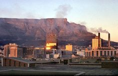 Sunrise over Cape Town 1969 Military Couples, Military Love, Honolulu Hawaii, Back In Time, World War Two, Cape Town, Old Houses, South Africa, New York Skyline