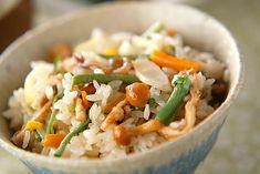 素朴なおいしさ!もちもち山菜おこわのレシピ・作り方 | 【E・レシピ】料理のプロが作る簡単レシピ Fried Rice, Food Hacks, Fries, Ethnic Recipes, Atelier, Stir Fry Rice
