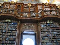 Librophiliac Love Letter: A Compendium of Beautiful Libraries / Curious Expeditions