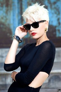 Short blonde pixie haircut~so savy on her. Edgy Haircuts, Short Pixie Haircuts, Short Hairstyles For Women, Blonde Hairstyles, Trendy Hairstyles, Hairstyles 2016, Haircut Short, Stylish Haircuts, Spring Hairstyles